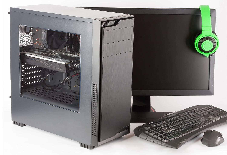 Ordenador para juegos con monitor, teclado, ratón de juegos y auriculares