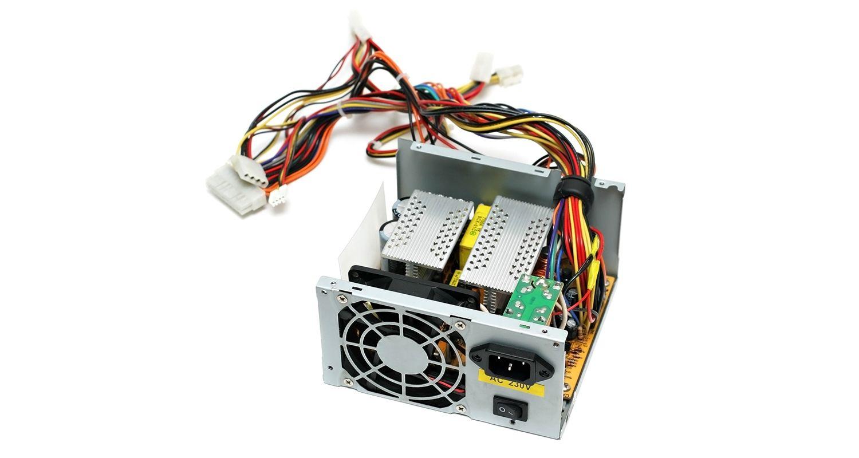 La fuente de alimentación de un ordenador.