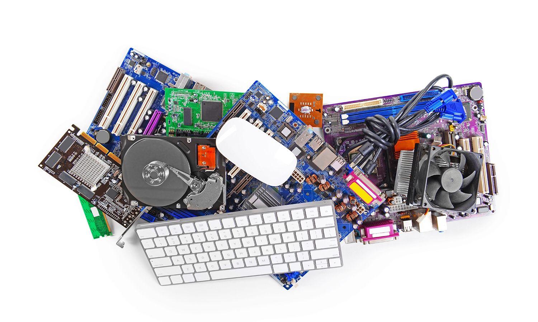 Componentes de hardware informático, entre los que se incluyen un teclado y un ratón