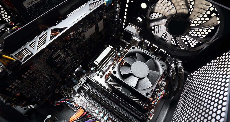 El interior de un ordenador, en el que se incluye un ventilador de ordenador.