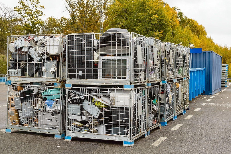 Ciertos residuos electrónicos, entre los que hay ordenadores, se desechan en contenedores de reciclaje